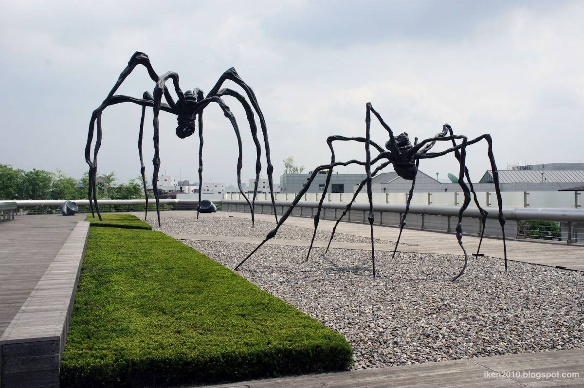 maman louise bourgeois English: louise bourgeois made six editions of her bronze and steel sculpture maman, representing motherhood they are exhibited in many cities all over the world.
