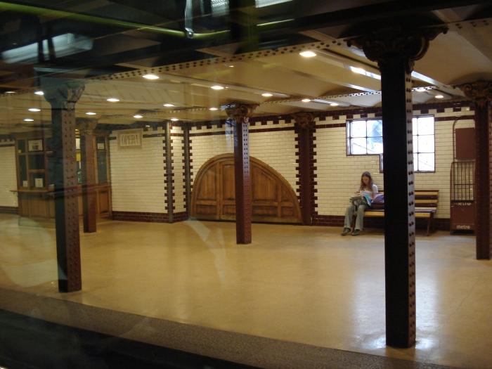 Opera_Station_-_Budapest_Metro