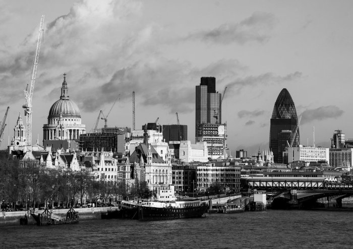 the_city_of_london_from_waterloo_bridge01_website_image_jixg_standard